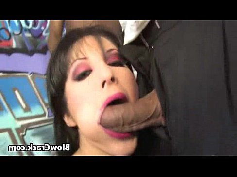 порно кончают в грудь рот