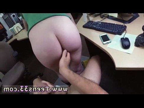 порно кончил зрелую брюнетку