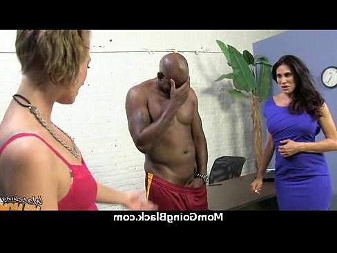 лесби лижет пизду жесткое порно