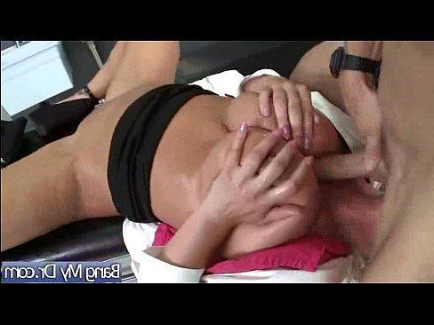 ролик негры трахают женщину