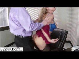 порно видео трахает вдову